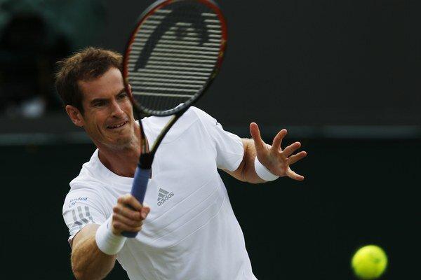 Murray odvracia Rolovi.