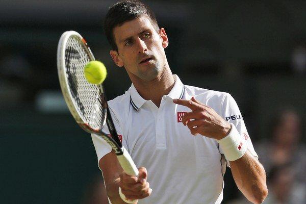 Novak Djokovič na Wimbledone obhajuje finálovú účasť.