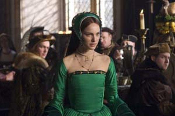 Zo slečny Anne Boleynovej (Natalie Portman) sa na kráľovskom dvore stala slečna s metódou.