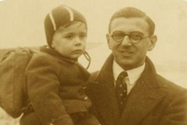 Nicholas Winton s jedným zo zachránených detí v roku 1939. V novom filme Mateja Mináča Nickyho rodina bude časť jeho príbehu rekonštruovaná v hraných pasážach.