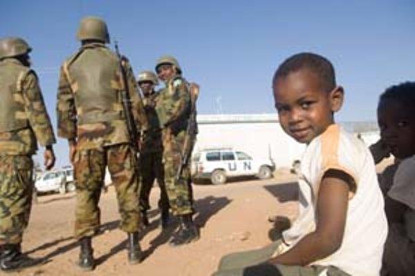 Chlapec z Dárfúru pozná vojakov aj OSN.