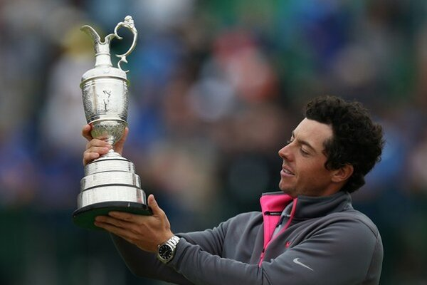 Rory McIlroy s trofejou pre víťaza British Open.