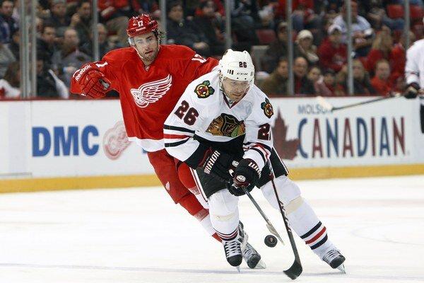 Michal Handzuš vyhral pred rokom s Chicagom Stanleyho pohár. Poslednú sezónu sa mu toľko nedarilo.