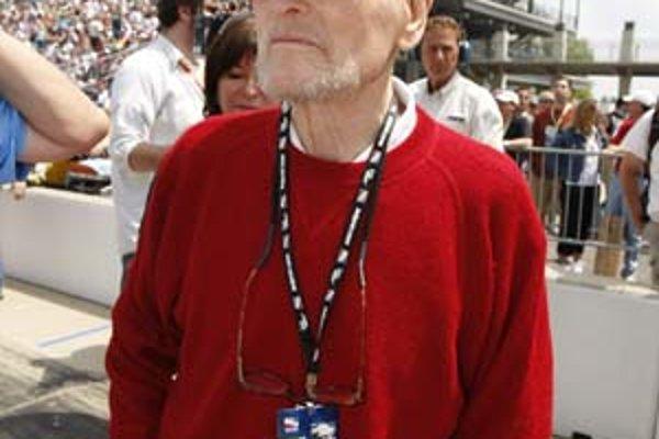 Paul Newman v máji na pretekoch automobilov v Indianapolise.