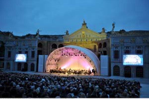 Koncert Eliny Garanče v rakúskom kameňolome.