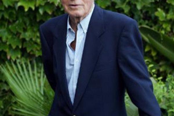 Na archívnej snímke z 30. augusta 2002 taliansky režisér Dino Risi počas 59. ročníka filmového festivalu v Benátkach. Režisér Dino Risi zomrel vo veku 91 rokov 7. júna 2008 v Ríme.