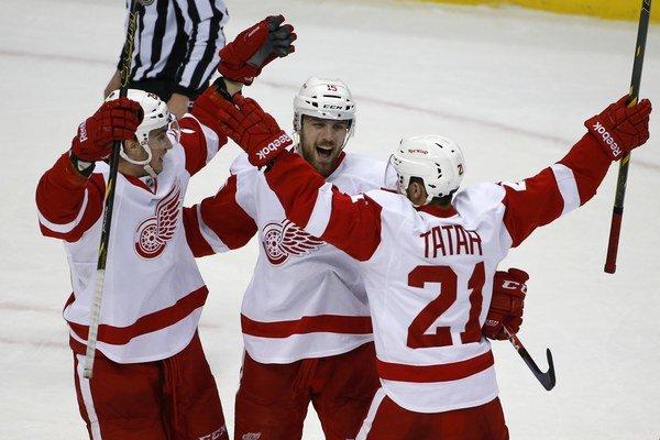 Sheahan (v strede), Jurčo (vľavo) a Tatar z Detroitu.