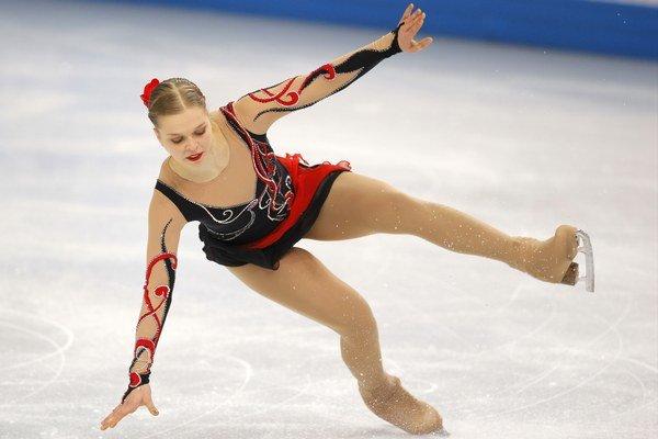 Nicole Rajičová padá.
