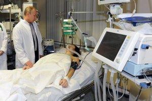 Vladimir Putin navštívil Mariu Komissarovu v nemocnici v Červenej Poľane.