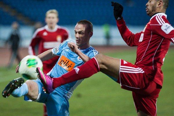 Kopúnek (vľavo v drese Slovana) sa preslávil na majstrovstvách sveta 2010 v Juhoafrickej republike, keď ako striedajúci hráč strelil víťazný gól vtedajším úradujúcim šampiónom Talianom (3:2).