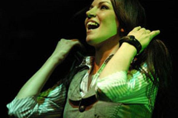 Zuzana Smatanová počas otváracieho vystúpenia v rámci svojho prvého vlastného koncertného turné s názvom Nokia Music Tour 2007 v apríli 2007.