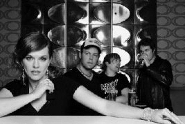 Die happy sa hneď od začiatku kariéry stali jednou z najvýznamnejších nemeckých rockových kapiel vedených ženou. Neutíchajúce pracovné tempo, ktoré ich sprevádza od jedného albumu k druhému, im pomáha upevniť si túto pozíciu. Najnovší album No Nut No Glo