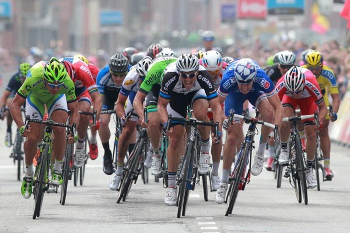 313c5349d1960 John Degenkolb (v strede) si ide po víťazstvo v cieľovom mestečku Wevelgem.