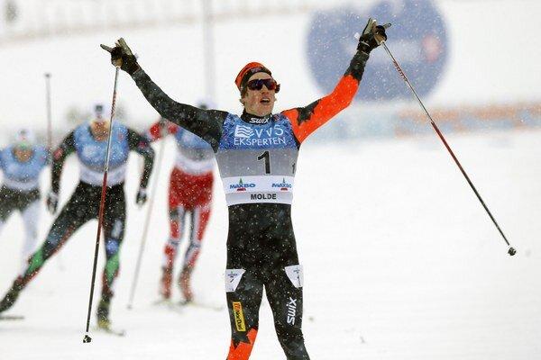 Andrew Musgrave takto oslavuje triumfálne víťazstvo v Nórsku.