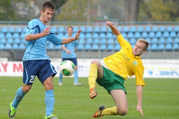 Tomáš Vestenický z FC Nitra (vľavo) a Martin Králik z MŠK Žilina počas 16. kola Corgoň ligy.