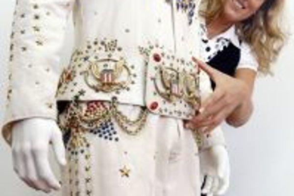 Na výstave návštevníci môžu vidieť približne 100 osobných predmetov a 80 fotografií Elvisa Presleyho, napríklad aj autentický kostým, v ktorom vystupoval.