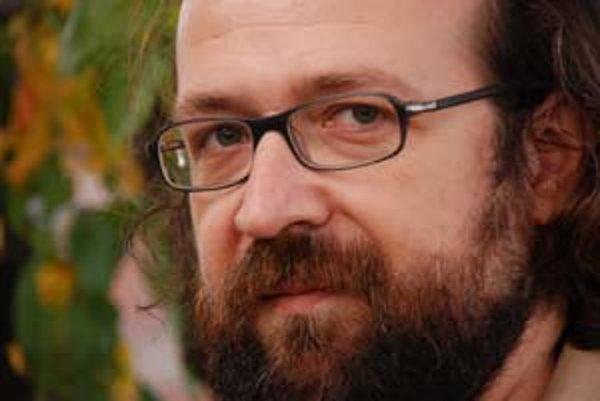 Márius Kopcsay (1968), debutoval v roku 1998 poviedkovou zbierkou Kritický deň (Cena Ivana Kraska), nasledovali Stratené roky (2004) a román Domov (účasť vo finále ceny Anasoft litera za rok 2005).