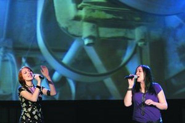 V projekte Slavonix si zaspievala aj Katarína Koščová (vpravo) so sestrou Veronikou.
