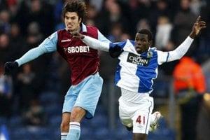 Biram Diouf (vpravo) ešte v drese Blackburnu.
