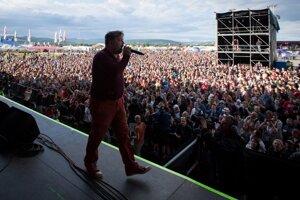 Festival otvorila Para. Skupina tento rok oslavuje 20 rokov.