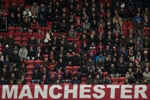 Fanúšikovia United sledujú prehru s Newcastle 0:1.