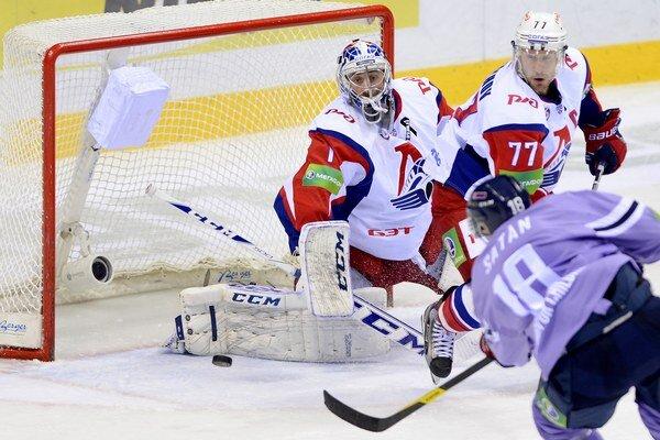 Slovan aj vďaka dvom gólom Šatana porazil v nedeľu Jarosľavľ 5:3, teraz naňho stráca 14 bodov.