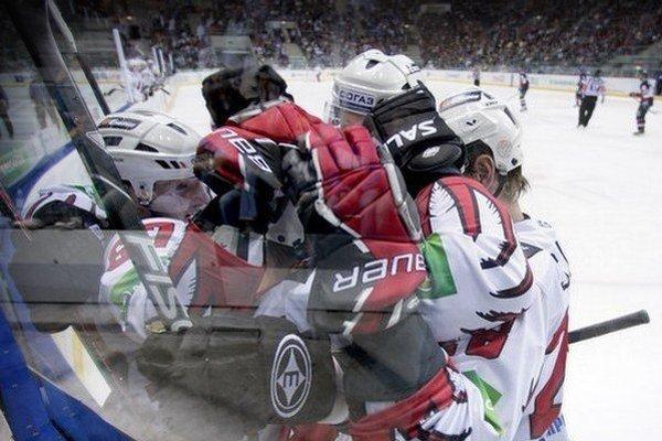 KHL pokračuje aj počas víkendu.