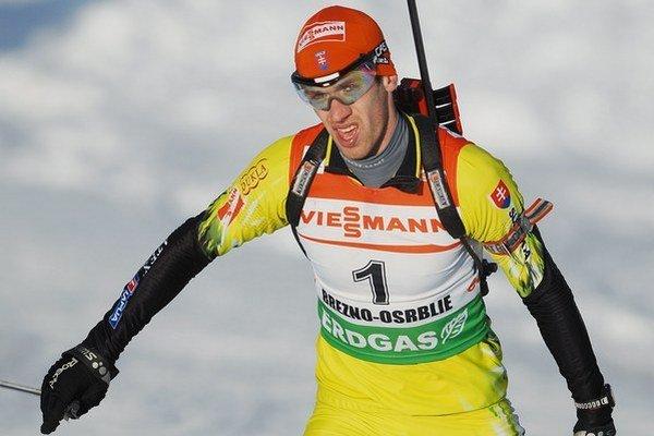 Slovenský biatlon to nie je len reprezentácia dospelých. Na tejto fotke je Peter Kazár. Video natočili jeho traja mladší kolegovia.