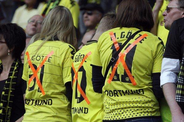 Takto v máji na štadióne v Dortmunde vítali fanúšikovia Maria Götzeho po tom, ako sa dozvedeli, že klub opúšťa a smeruje do tímu najväčšieho konkurenta z Mníchova.