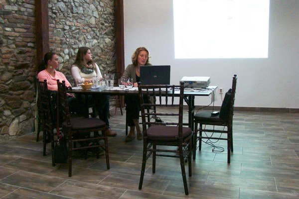 Prednášku o hradbách si Modrania mohli vypočuť v rámci Dní európskeho kultúrneho dedičstva. Záujem však nebol veľký. Na otázky odpovedala aj architektka Jana Gregorová (vpravo).