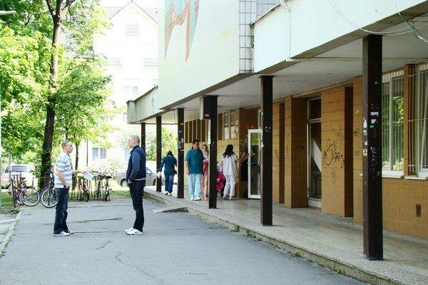 Súčasné priestory v seneckej poliklinike nie sú dostatočným riešením pre navrhovaný rozvoj mesta.