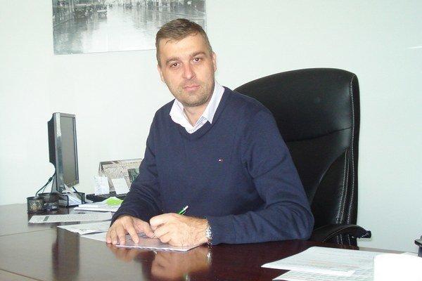Miloš Tamajka si presadne na primátorskú stoličku.