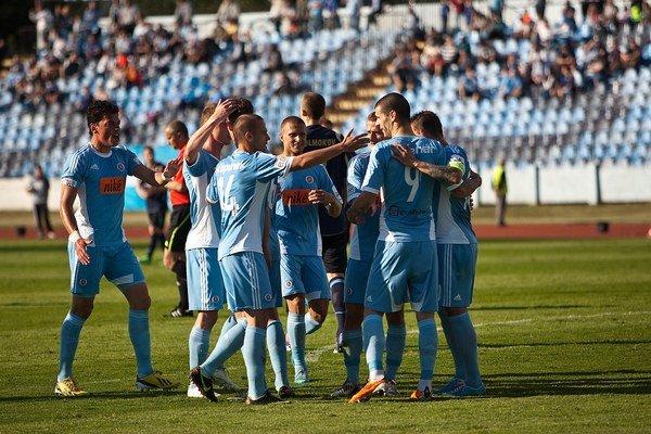 Slovanisti si prevzali majstrovskú trofej.