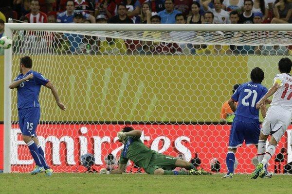 Japonec Makoto Hasebe nedal gól ani v takejto šanci.