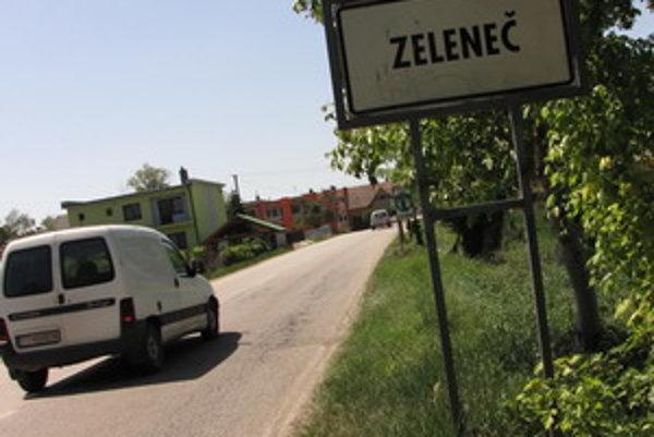 """Niektorí obyvatelia Zelenča tvrdia, že starosta ich """"tlačí"""" do obecného vodovodu."""
