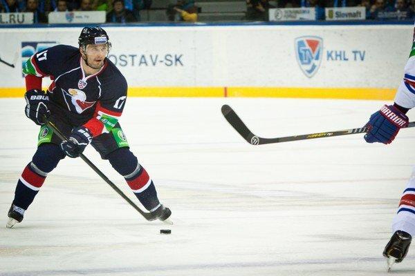 Ľubomír Višňovský je v KHL hráčom Slovana, v NHL má zmluvu s New York Islanders.