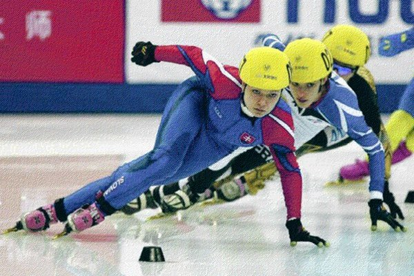 Tatiana Bodová (na čele), 21-ročná rodáčka z Levoče, členka STEZ Spišská Nová Ves, drží slovenské rekordy na všetkých olympijských tratiach - 500 m 45,032 (Malmö 2013), 1000 m 1:32,960 (Calgary 2012), 1500 m 2:26,450 (Spišská Nová Ves 2012).