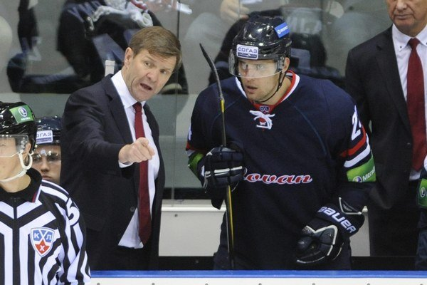 Tréner Rostislav Čada s obrancom Ivanom Švarným.