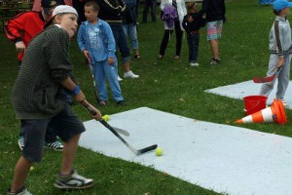 Na druhom ročníku Dňa otvorených dverí trnavského hokeja si návštevníci mohli vyskúšať aj svoje hokejové zručnosti.