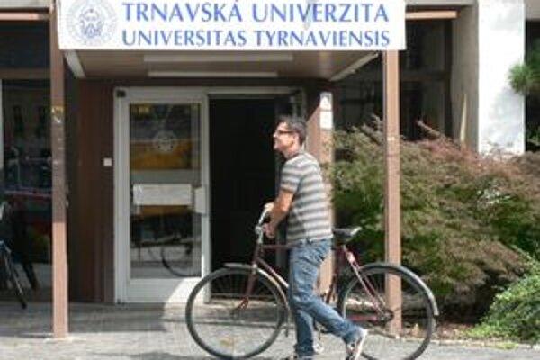 Poslanci preverovali Trnavskú univerzitu.