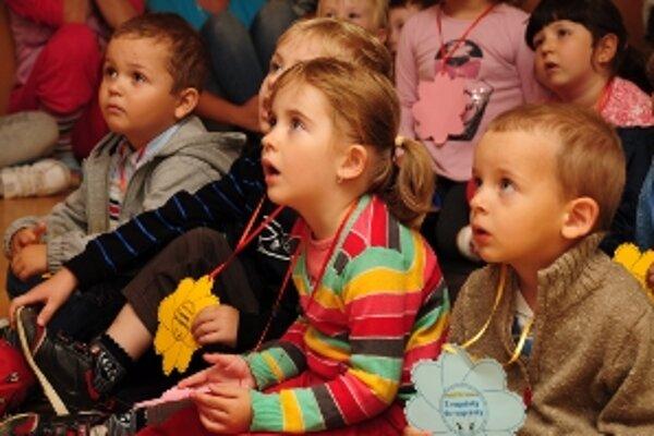 Minulý štvrtok pripravili študentky Pedagogickej a sociálnej akadémie blahoslavenej Laury pre deti piatich materských škôl deň plný hier.