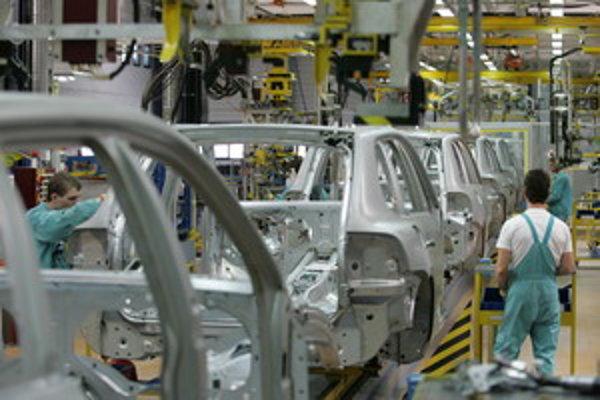 Pri pásovej výrobe nemôže pracovník opustiť svoje pracovisko. Musí ho niekto nahradiť.