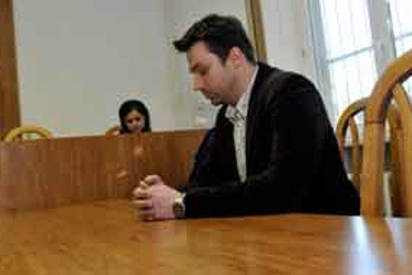 Exmoderátor Markízy Rastislav Žitný na súdnom pojednávaní vo veci dopravnej nehody, pri ktorej zahynul 5-ročný chlapec.