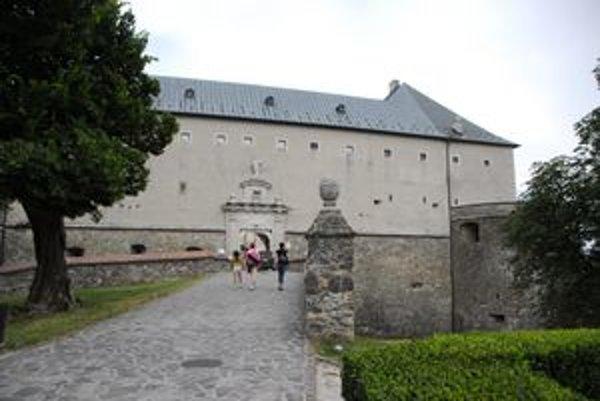 Na bicykli tentokrát okolo hradu Červený Kameň.