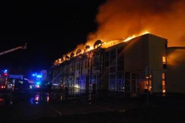 Požiar nákupného strediska.