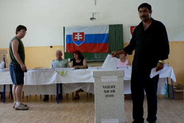 Volebná miestnosť, okrsok číslo 12 v Piešťanoch.