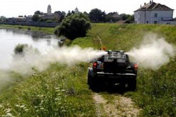 Komáre pri Dunaji štípu naďalej.