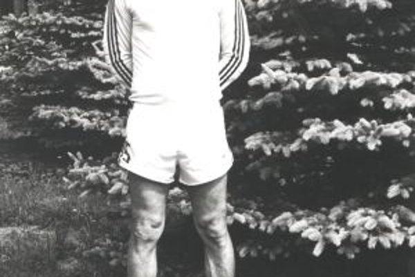 Marián Hirner v hráčskych časoch. Svoju výšku vedel dokonale využiť.