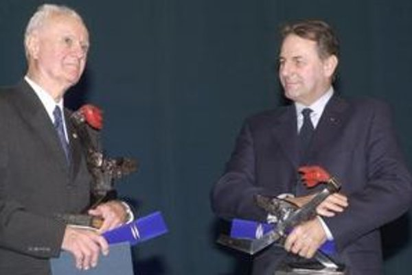 Vladimír  Černušák  v  roku  2003  s  prezidentom  Medzinárodného  olympijského  výboru  Jacquesom  Roggem.