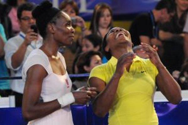 Venus Williamsová (vľavo) a jej sestra Serena